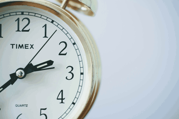 reloj-analogico-dorado